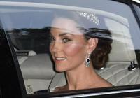 凱特王妃天使禮服驚豔眾人,成為國宴上亮眼的星,梅根遺憾未出席