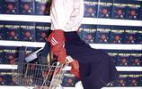迪麗熱巴時尚封面大片:隨性的丸子頭俏皮可愛,一雙嫩白長腿搶鏡