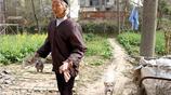 實拍:農村九十歲老奶奶,耳不聾眼不花,還能自己洗衣服