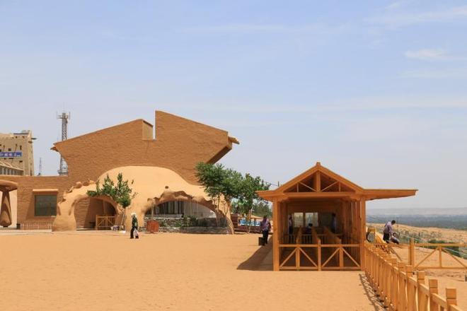 在沙坡頭中領略大漠孤煙直,長河落日圓的壯闊