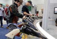 美國步槍協會年會在印第安納州舉辦,民眾配槍出席