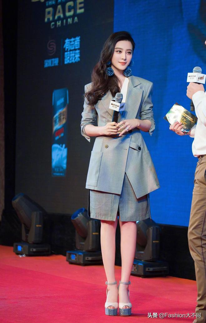 話題女王范冰冰穿一套灰色西服套裝,氣質出眾這是要強勢迴歸?
