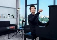 帶你看看郎朗的豪宅,二樓落地窗前有架鋼琴,平時喜歡在這彈奏
