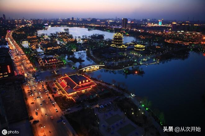它是山東省省會城市,素以泉水眾多而聞名