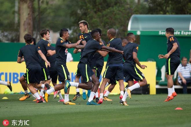 巴西繼續快樂足球 老頑童小屁孩嘻嘻哈哈鬧哪樣