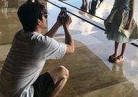 """陸毅解鎖拍照新姿勢,""""一字馬""""為女兒拍照,看到貝兒的腿痠了"""