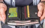 頭一次見到這麼一款,既能凸顯個性又非常實用的男士短款錢包
