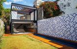 住宅設計:有2個庭院的兩層小別墅,給圍牆貼瓷磚的土豪庭院
