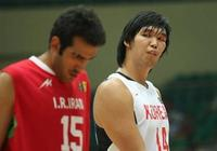 亞洲第一中鋒揚言打爆姚明,場均1分被NBA退回,長相奇特老婆卻是大美女