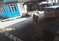 死神來了:媽媽在馬路對面指揮孩子過馬路,跑馬路瞬間死神來了