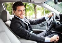4個開車習慣暴露你是新手,想裝老司機不可能,看看你中了沒