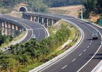 高速路上出現這幾種交通標線,在行駛中你不注意,小心扣掉12分