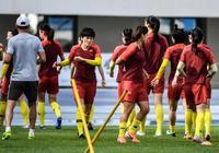 新京報:女足隊員更衣室落淚,杜兆才肯定球員表現