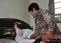 西安女子16年如一日悉心照顧癱瘓丈夫:他對我的好 讓我放不下