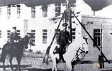 老照片:二戰時期的裕仁天皇,騎白馬閱兵,參拜靖國神社