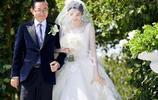 張若昀唐藝昕婚禮掠影,頭紗下的甜美笑容,酸透了多少單身單女