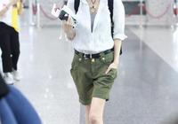 49歲陳魯豫成瘦個子穿搭典範!短褲+小白鞋,衣角打個結更時髦