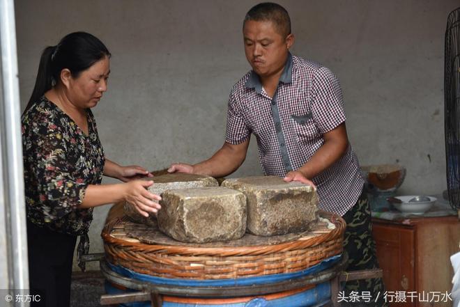 山東莒縣夫婦靠做豆腐發家致富,一天能賣500斤,做好豆腐有訣竅