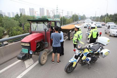 石家莊嚴查大貨車 駕駛員投機取巧貨車換拖拉機
