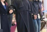 倪萍終於高調美回來,卡其色長風衣搭配闊腿褲氣場開掛,哪像60歲