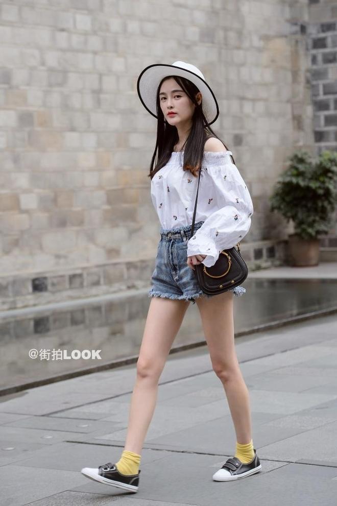 路人街拍,夏日裡的街頭美景,你最愛哪種打扮?