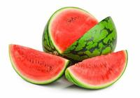 夏天吃西瓜好處多,可醫生卻說:這6類人一口都不能多吃