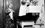 50年代身高與貓相差無幾的男人 找個老婆矮矮組合 靠馬戲賣笑為生