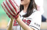 童星金賽綸任棒球比賽開球嘉賓 獲布偶牽手害羞捂嘴