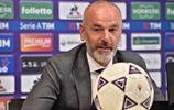 足球——佛羅倫薩隊新教練出席發佈會