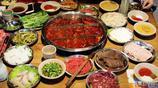 小碗菜十幾元覺得便宜,大部分的碗底有墊菜,3人吃火鍋要400元