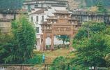 和婺源僅一山之隔,這座千年古鎮仍保持著原生態的古樸清新