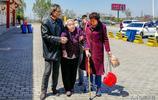 四天行程三千二百里花了二萬!九十五歲奶奶率領全家十口人自駕遊