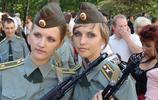 各國持槍女兵 你最喜歡哪一張?