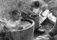 二戰中的日軍有多愛泡澡?中國人用來醃菜的醬缸都不放過