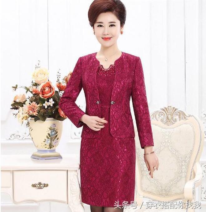 奔五婆婆中秋回老家參加婚禮,穿上這幾款連衣裙,高貴有氣質
