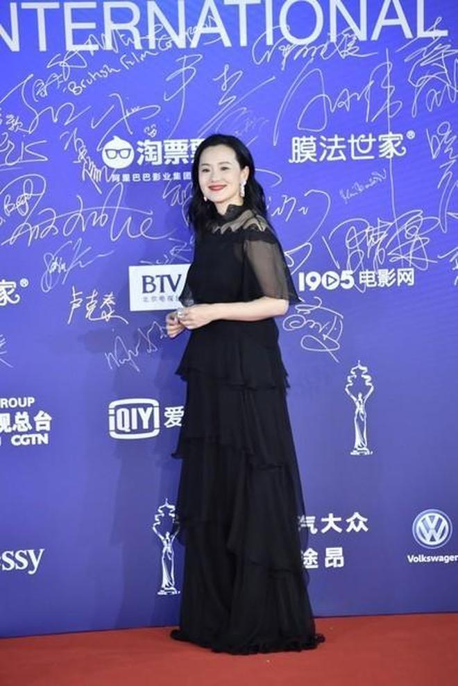#北京電影節#紅毯星光熠熠,關曉彤仙女裙亮相,佟麗婭秀美腿