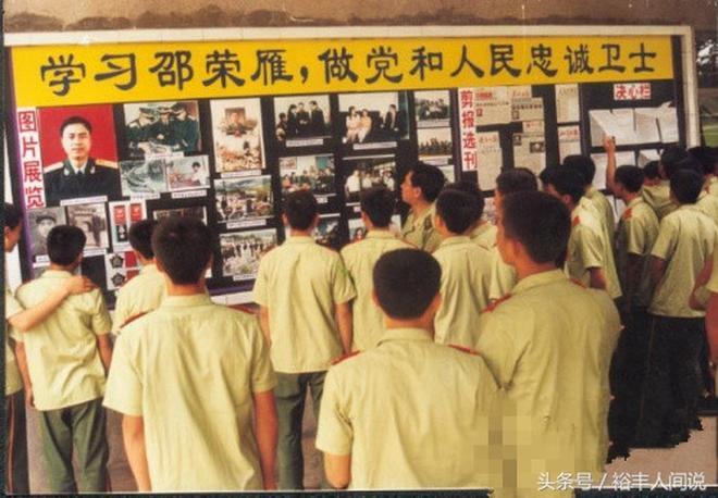 武警政委為救落水戰士犧牲,與李向群是同時期的英雄,今仍被悼念
