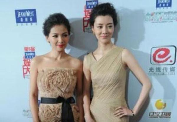 劉濤與車曉同框太尷尬!網友:一個像女王,一個像村姑