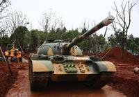 南昌軍事主題公園陸軍裝備展示區迎來首輛坦克