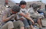 實拍長江邊的女農民工:日扛200袋水泥近十噸,一袋僅掙1塊5