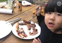 張亮晒帶兒女度假照片,Zoe吃成小花貓,帥氣天天已成小男神