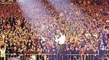 世上最尷尬的演唱會,僅有七人到場,放眼望去,都是空座