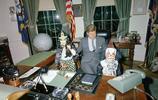 一組美國前總統肯尼迪和孩子們在白宮過萬聖節的珍貴老照片