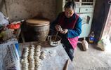 農村奶奶自榨香油吃不完,明明吃不多少,為何要包一堆餃子