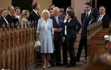 小王子出世見了女王卻不見爺爺,查爾斯王子夫婦訪德,難掩好心情