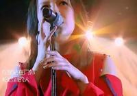 慘遭淘汰後,她演繹了本場《歌手》最驚豔的歌曲...