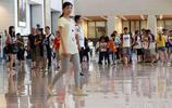 """人滿為患!世界最大單體建築面積博物館被遊客""""佔領"""" 排百米長隊領略105歲國博風采"""