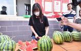 河南一大學生抽獎中3萬斤西瓜,真人現身送瓜,網友評論亮了