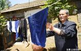 山東71歲老人照顧母親10年,每天嚼食反哺,每次出門不超過2小時