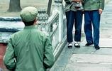 珍貴老照片再現70年代的中國社會:圖五女老外行為讓人不齒
